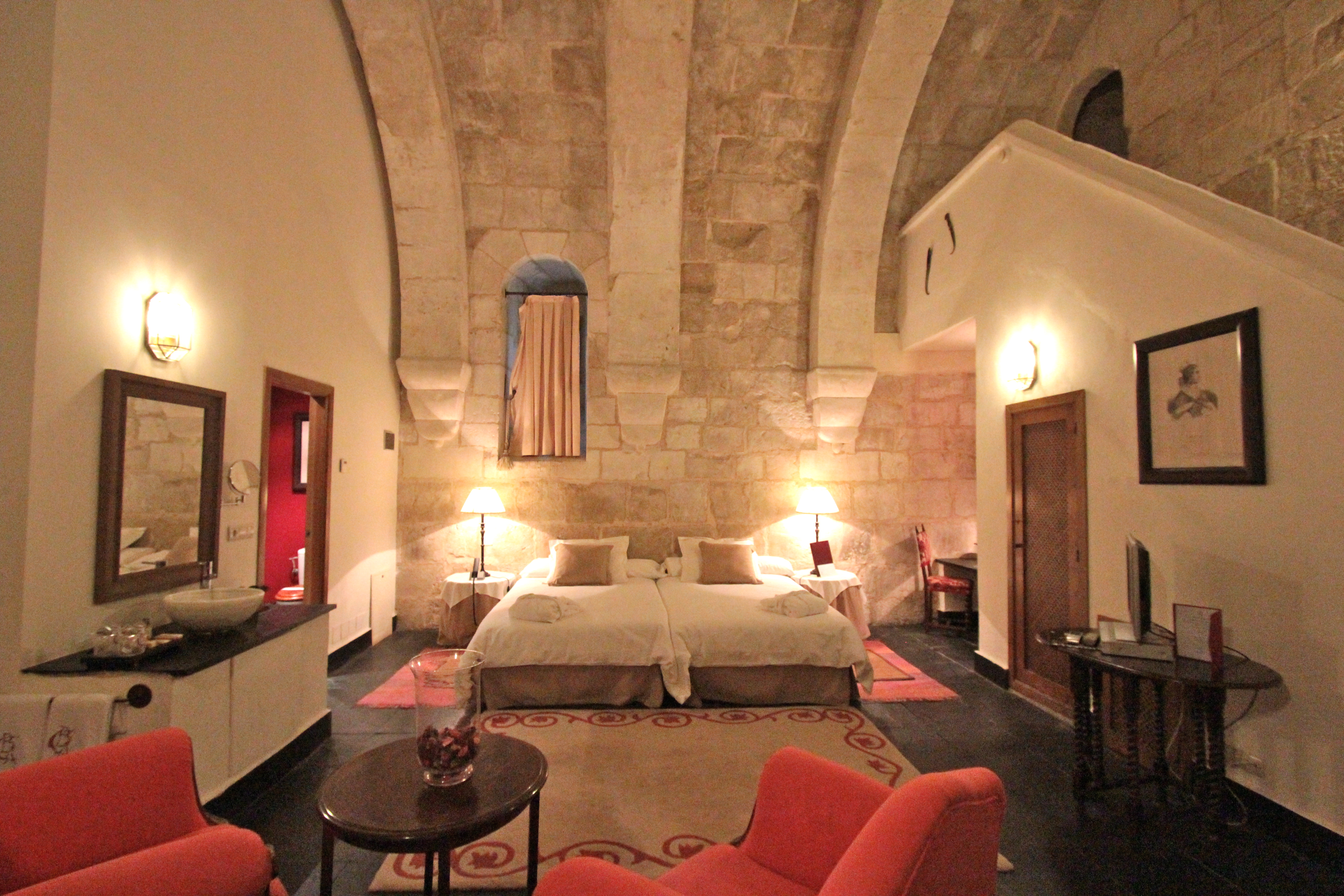 Habitaciones nicas y especiales la gran suite feudal for Habitaciones especiales